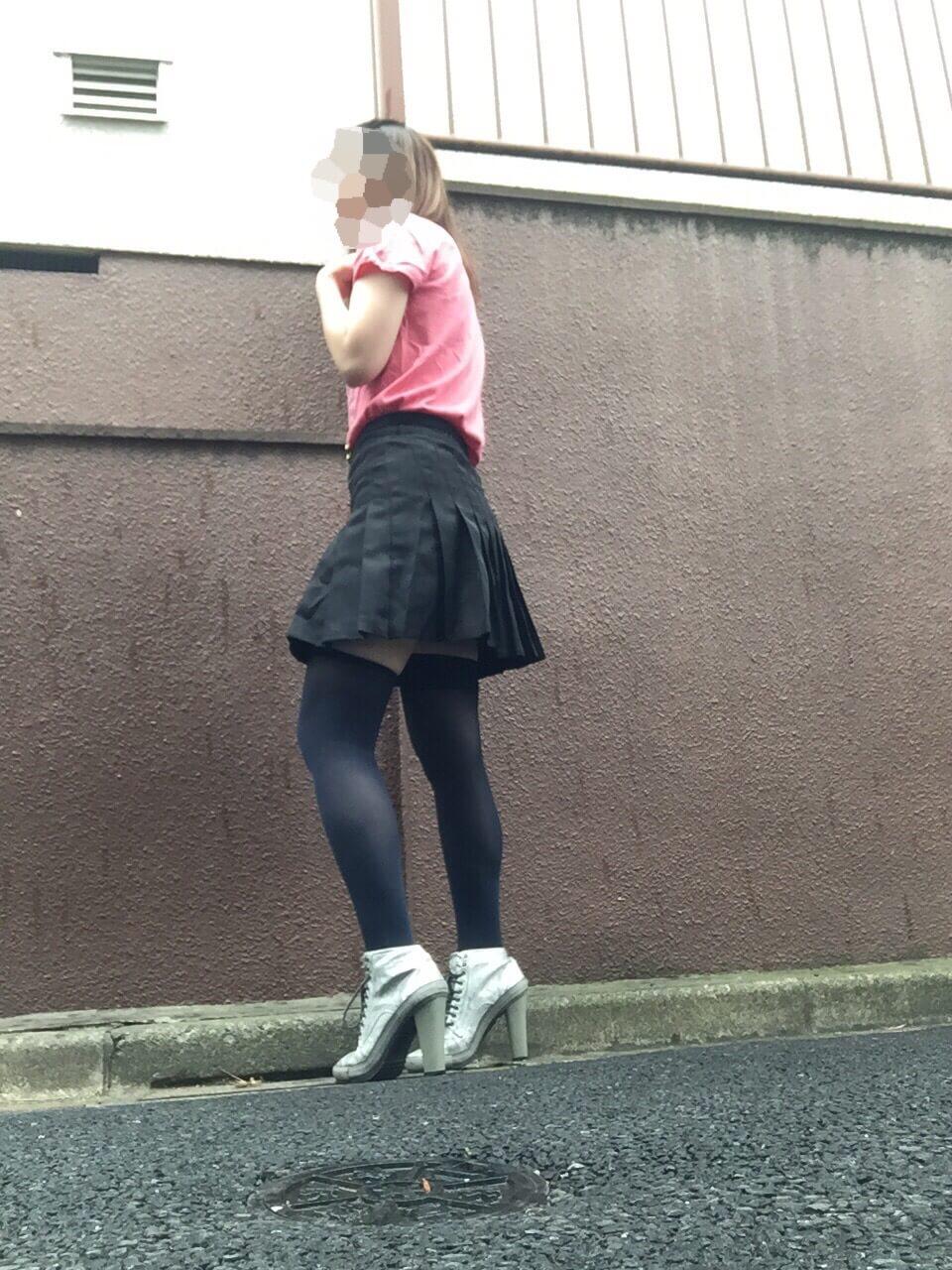 ミニスカートは何歳まで?と年齢を気にする服はライブで着てみよう